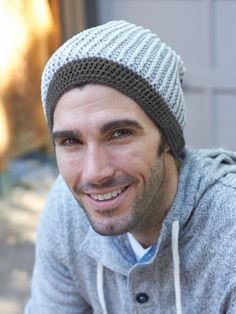 Free Pattern - This relaxed beanie is perfect for stylish guys #crochet #beanie #hat