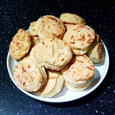 When corona keeps you inside you have a lot of time on your hands, in my case free time=baking time 😊 Cheese scones for breakfast! Cheese Scones, Free Time, Norway, Muffin, Hands, Cookies, Baking, Breakfast, Desserts