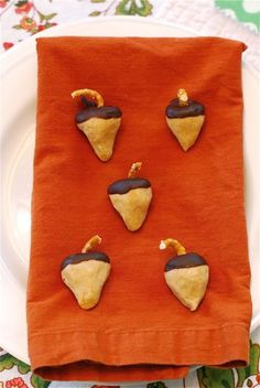 Thanksgiving Food Craft with Kids: Peanut Butter Chocolate Acorns