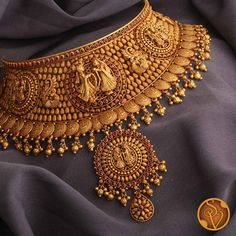 Gold Bridal Jewellery Sets, Fancy Jewellery, Temple Jewellery, Bijoux En Or Simple, Jewelry Design Earrings, Jewellery Designs, Gold Jewelry Simple, Short Necklace, Long Necklaces