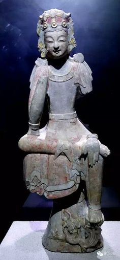 Stone Bodhisattva in pensive pose with gold and colour pigments, Northern Qi Dynasty. Excavated in 1996 at Longxing Temple in Qingzhou City, Shandong Province. Collection of Qingzhou Museum, China