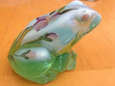 Fenton Art Glass Green FROG Fenton Glassware, Vintage Glassware, Antique Glass, The Glass Menagerie, Glass Frog, Glass Figurines, Frog And Toad, Glass Animals, Frogs