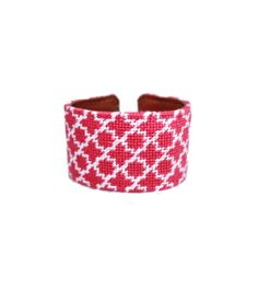 Needlepoint Cuff — Hot Pink/White Quatrefoil