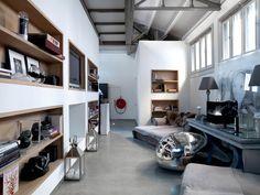 Heeft u veel spullen, maar wilt u uw woonkamer niet helemaal vol bouwen met kasten en dressoirs? U kunt met minder kasten toe dan u denkt!
