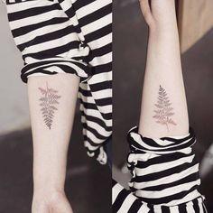Fern Tattoo by Sol Art Mini Tattoos, Flower Tattoos, Leaf Tattoos, Small Tattoos, Tattoo Floral, Tasteful Tattoos, Subtle Tattoos, Pretty Tattoos, Beautiful Tattoos
