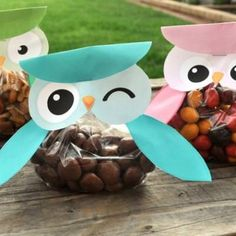 Use this adorable free printable to create your own owl treat bags, perfect for any occasion. Fill them with M&Ms, pretzels, or trail mix for an authentic look. {wink}View This Tutorial