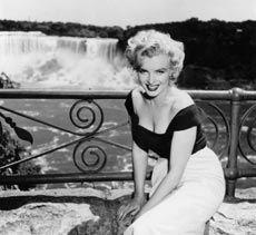 Marilyn Monroe at Niagara Falls