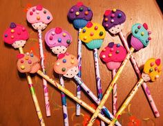 Lapiz decorados con foamy - Imagui Foam Crafts, Diy And Crafts, Arts And Crafts, Diy For Kids, Gifts For Kids, Felt Cupcakes, Felt Sheets, Pencil Toppers, Art N Craft