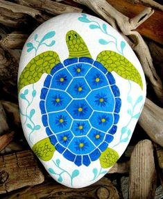 peindre des galets, tortue de mer en bleu et vert