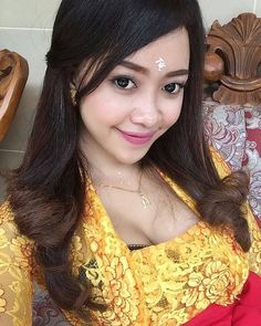 I 💟 Balinese Girls Cute Asian Girls, Beautiful Asian Girls, Bali Girls, Burmese Girls, Myanmar Women, Muslim Beauty, Beautiful Muslim Women, Saree Photoshoot, Stylish Girl Images