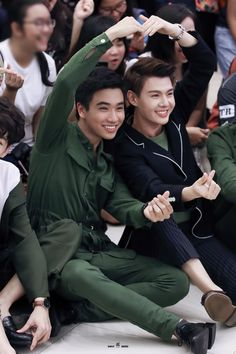 Perth, Best Kdrama, Cute Emo Boys, Lgbt Memes, Love Boyfriend, Lgbt Love, Cute Gay Couples, Handsome Faces, Thai Drama