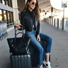 This cool and casual airport style can be extended on your working station. Airport Travel Outfits, Airport Style, Airport Fashion, Airport Attire, Traveling Outfits, Airport Chic, Casual Outfits, Fashion Outfits, Womens Fashion