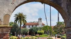 Need a break from city life? These small towns around California are perfect for a little rest and relaxation. From beach communities to ski towns, there are plenty of places to leave it all behind.