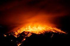 Ecuador emitió alerta naranja, el segundo nivel más alto de advertencia, para las ciudades cercanas al volcán Tungurahua. Foto AFP