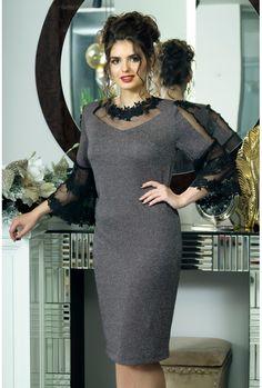 Big Size Dress, The Dress, Caftan Instagram, Dress Pesta, Kurta Neck Design, Skirt Outfits, Blouse Designs, Plus Size Fashion, Designer Dresses