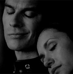 The Vampire Diaries Damon & Elena :) Delena, The Vampire Diaries 3, Vampire Diaries The Originals, Damon Salvatore, Elena Damon, Real Vampires, Hello Brother, Original Vampire, Vampire Dairies