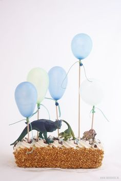 In 5 minuten van zelfgekocht naar zelfgemaakt Dinosaur Birthday Party, Birthday Treats, Party Treats, Baby Birthday, Party Cakes, Birthday Parties, Birthday Cake, Bolo Dino, Baby Party