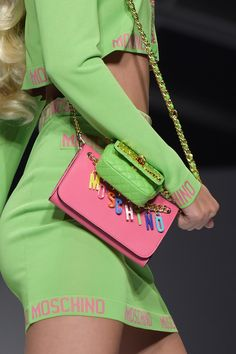 12 bags and 1 iPhone cover you'll want from Moschino Spring Summer 2015 collection if you are a Barbie fan - LaiaMagazine 90s Fashion, Fashion Bags, Trendy Fashion, Fashion Trends, Pink Love, Pink And Green, Moschino Bag, Runway Shoes, Pink Sparkles