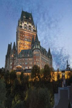 Fairmont Le Chateau Frontenac luxury hotel in Quebec, Canada, at night Old Quebec, Quebec City, Chateau Frontenac Quebec, Ad Mexico, Le Petit Champlain, Romantic Places, Beautiful Places, Outdoors, Viajes