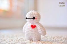 llavero Baymax Big Hero 6 Knitting For BeginnersCrochet For BeginnersCrochet PatternsCrochet Amigurumi Crochet Kawaii, Crochet Diy, Crochet Crafts, Yarn Crafts, Crochet Projects, Crochet Case, Doilies Crochet, Tutorial Crochet, Decor Crafts