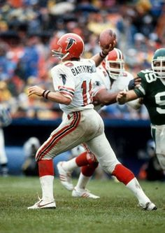 Picture was taken in 1983 when the Falcons overcame Jets lead to win. Bartkowski was chosen with the first overall pick in the 1975 NFL Draft by the Atlanta Falcons. Falcons Football, Nfl Football Players, Football Helmets, School Football, Football Stuff, Sport Football, Soccer, Baseball, Nfl Uniforms