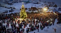 On the first Sunday of Advent Santa Claus arrives in a very special way to the celebration in Sisimiut. Photo by Nuka Kristiansen Christmas In America, Christmas In Europe, First Sunday Of Advent, Winter Solstice, Family Activities, Yule, Catholic, Things To Do, Dolores Park