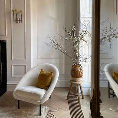 "l e b á i on Instagram: ""The perfect corner ✨ ⠀ ⠀ #lebai #lebaicollection #newyorkcity #interiordesign #archidaily #interiör #interiør #hygge #haus #frenchinterior…"" Walk In Robe Designs, French Interior, Interior Design, First Home, Room Inspiration, Accent Chairs, Furniture Design, Sweet Home, Lounge"