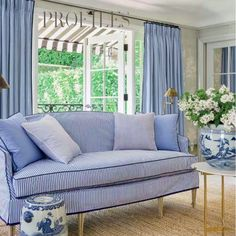 Love this blue and white Striped settee. Pink Room, Blue Rooms, White Rooms, Interior Exterior, Interior Design, Design Design, M48, White Houses, White Decor
