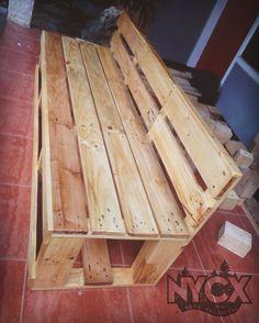 custom sofa pallet  #nycxwoodprojects #woodworking #woodwork #jatibelanda #jatilondo #radiatapine #pallet #reclaimedwood #pinewood #woodworking #chair #bench #sofa #sofapallet #palletsofa #palletbench #palletchair #diy #recycledwood de nycxwoodprojects