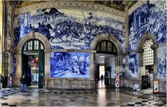 Even if you don't arrive to #Porto by train, it is worthwhile to pass in São Bento Station to appreciate the tile panels that cover the walls of the entrance hall. Not surprisingly, the São Bento Station was once considered by the online edition of Travel + Leisure magazine as one of the most beautiful railway stations in the world!  Take the City Sightseeing Portugal bus ;)  Mesmo que não chegue ao #Porto de comboio, vale a pena passar na estação de São Bento para apreciar os painéis de…
