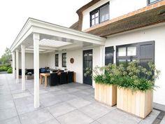 Veranda geplaatst met louvredak, heaters en verlichting in Dussen.: