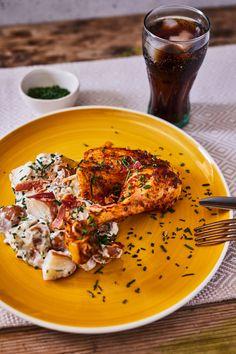 Világbajnok grillcsirke kéksajtos-baconös krumplisalátával recept | Street Kitchen Chicken Recipes, Bacon, Curry, Food And Drink, Dinner, Ethnic Recipes, Kitchen, Dining, Curries