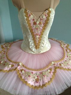 Pink tutu i just love wearing darling delicate ballet outfits like this very pretty dance outfit. Tutu Ballet, Ballerina Costume, Ballerina Dancing, Ballet Dancers, Tutu Costumes, Ballet Costumes, Ballet Clothes, Pink Tutu, Beautiful Costumes