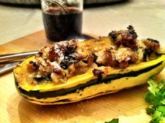 Sausage and kale stuffed delicata squash Top Recipes, Real Food Recipes, Dinner Recipes, Cooking Recipes, Healthy Recipes, Stuffed Squash, Stuffed Peppers, Delicata Squash Recipe, Food Dishes