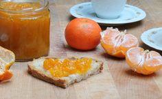 La marmellata di mandarini fatta in casa è facilissima e veramente profumata. Se volete potete aggiungere della curcuma per fare un tocco di sapore in più.