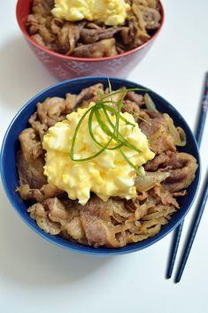 Sliced Beef Recipes, Rice Recipes, Asian Recipes, Ethnic Recipes, Yoshinoya Beef Bowl Recipe, Beef Udon, Thin Sliced Beef, Gyudon, Loco Moco