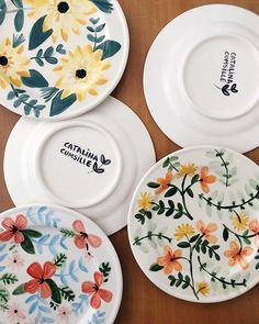 Set de platos decorativos. A pedido para @daphnecrichton 💐 . . . #ceramica #ceramicplate #plate #dish #foodstyling #flowers #flowerpower…