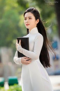 Ao Dai, Long Indian Hair, Chelsea Girls, Vietnam Girl, Long Black Hair, Chica Anime Manga, Cosplay Outfits, Beautiful Asian Girls, White Girls