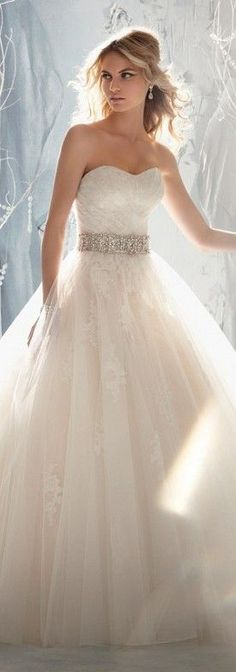 Gorgeous Lace Wedding Dress. Lace ain't my favorite but oh well