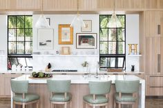 Olivia Obryan Interiors - Olivia Obryan Interior Design Beach House Kitchens, Home Kitchens, Coastal Kitchens, Dream Kitchens, Kitchens Without Upper Cabinets, Organizing Hacks, How To Install Countertops, Neutral Kitchen, Breakfast Bar Kitchen