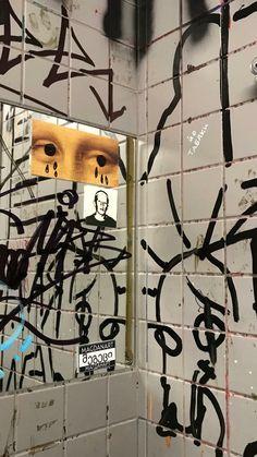 Street Graffiti, Graffiti Art, Retro Aesthetic, Aesthetic Grunge, Aesthetic Iphone Wallpaper, Aesthetic Wallpapers, Photo Wall Collage, Aesthetic Pictures, Cute Wallpapers