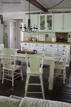 I could see family crowded into this farmhouse kitchen, everyone just talking and enjoying the family atmosphere   @rosajoevannoy ✞