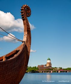 In our journey to Karelia we saw the traces left by V ikings, Hanseatic merchants, men of the sword, men of the cross and people of culture. Viborg, Round Tower, Hope For The Future, The Monks, Pilgrim, Old Town, Shadows, Facade, Cathedral