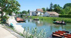 promenade_barque_marais_poitevin_camping_car Location Camping Car, Excursion, River, Circuit, France, Outdoor, Bike Rides, Outdoors, Rivers
