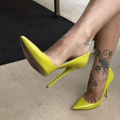 Lucyheels: yellow pumps, arches, toe cleavage, great legs, and nice tat