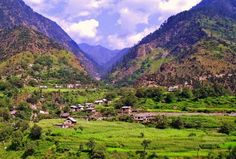 Blessed with absolutely mesmerizing #naturalbeauty, these are some of the most stunning valleys in India. We have not ranked them and we actually cannot rank them, all of them are natural phenomenon in their own rights. Check out these #Valleys, you can visit on your next #expedition  #IncredibleIndia #Travel #TravelIndia #Traveling #Kerala #Zanskar