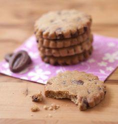 Des biscuits sablés au chocolat au lait, avec une texture fondante de shortbread, au bon goût de beurre. Une recette facile et rapide de Dorian.