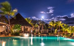 Palapa Grill at Sunset - Grand Isle Resort Great Exuma Bahamas (Photo by Tim Cotroneo)