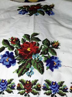 Embroidery Fashion, Diy Flowers, Elsa, Diy And Crafts, Beading, Costumes, Places, Cross Stitch Art, Shirts