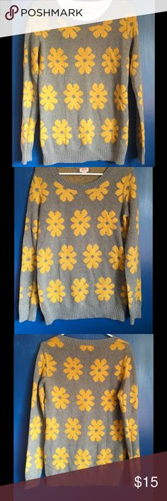Cotton blend sweater by Mossimo, medium EUC Fun and flirty flowered sweater!! Cotton blend makes it easy to wear and easy to care for!! Excellent condition !! Mossimo Supply Co Sweaters Crew & Scoop Necks